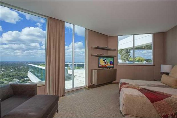 Pharrell-home-for-sale-in-miami-fl-bedroom-2