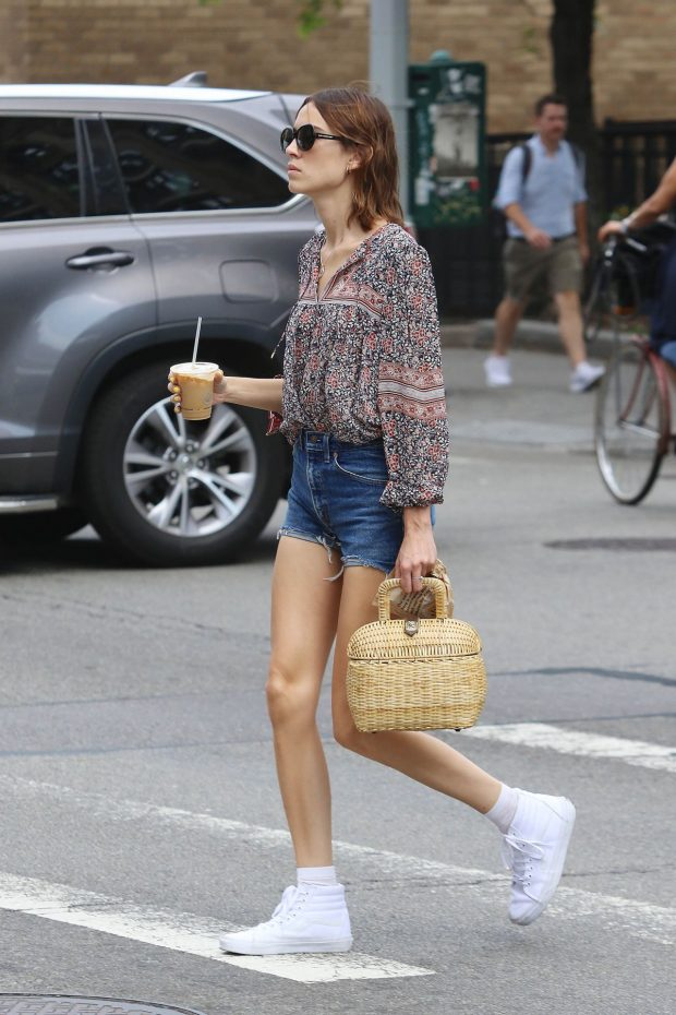 alexa-chung-in-jeans-shorts-nyc-7-15-2016-8