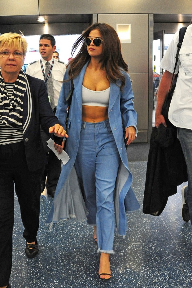 selena-gomez-style-at-miami-international-airport-4-9-2016-2