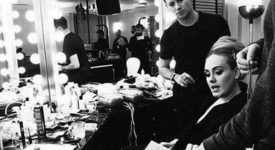 O segredo do maquiador da Adele pro delineado perfeito!