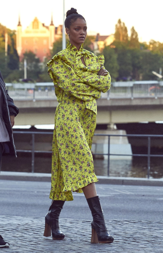rihanna floral vetements
