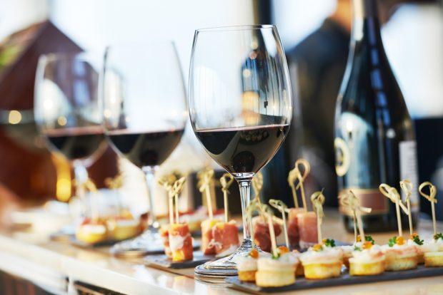 Resultado de imagem para finger food e vinho