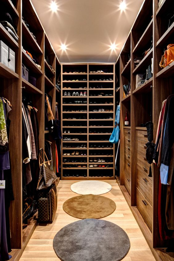 closet f