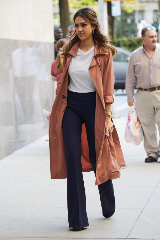 jessica-alba-leaving-the-late-show-with-stephen-colbert-in-new-york-9-8-2016-12