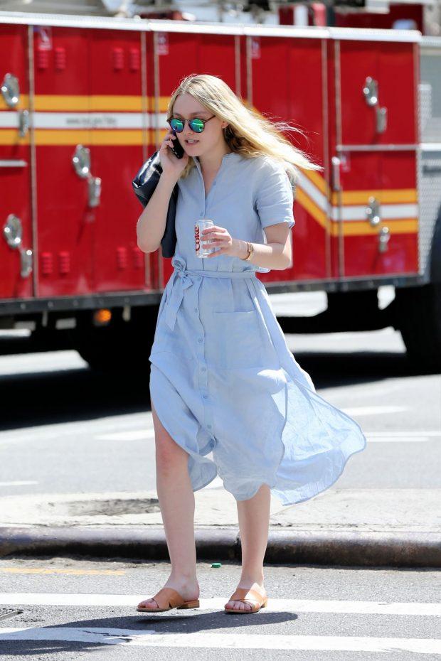 dakota-fanning-vestido-azul