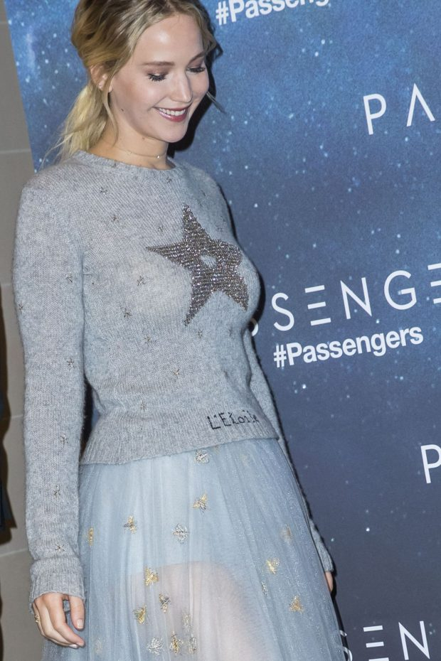 jennifer-lawrence-passengers-photocall-in-paris-11-29-2016-8