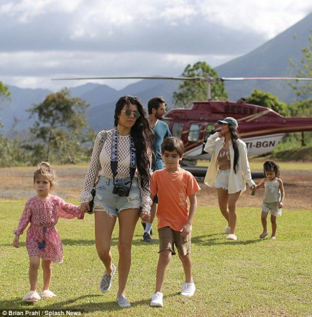 kardashian-costa-rica