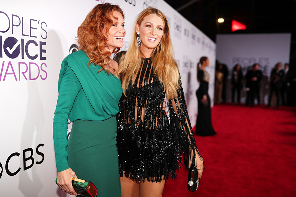 LOS ANGELES, CA – JANUARY 18:  Actress Blake Lively(R) and Robyn Lively attend the People's Choice Awards 2017 at Microsoft Theater on January 18, 2017 in Los Angeles, California.  (Photo by Christopher Polk/Getty Images for People's Choice Awards)