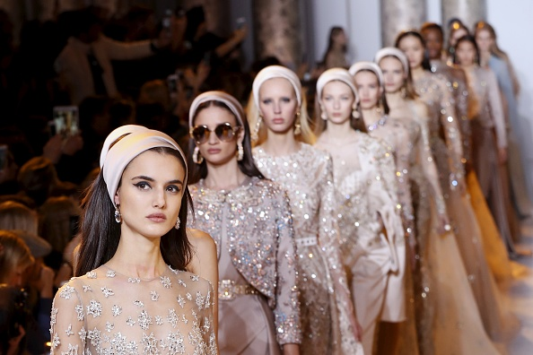 Models present creations by Elie Saab during the 2017 spring/summer Haute Couture collection on January 25, 2017 in Paris.  / AFP / FRANCOIS GUILLOT        (Photo credit should read FRANCOIS GUILLOT/AFP/Getty Images)