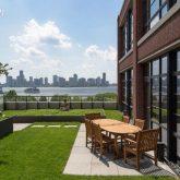 Classificados: O apartamento do Jon Bon Jovi no Westi Village