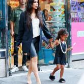 Kim Kardashian, shortinho e bermudinha!