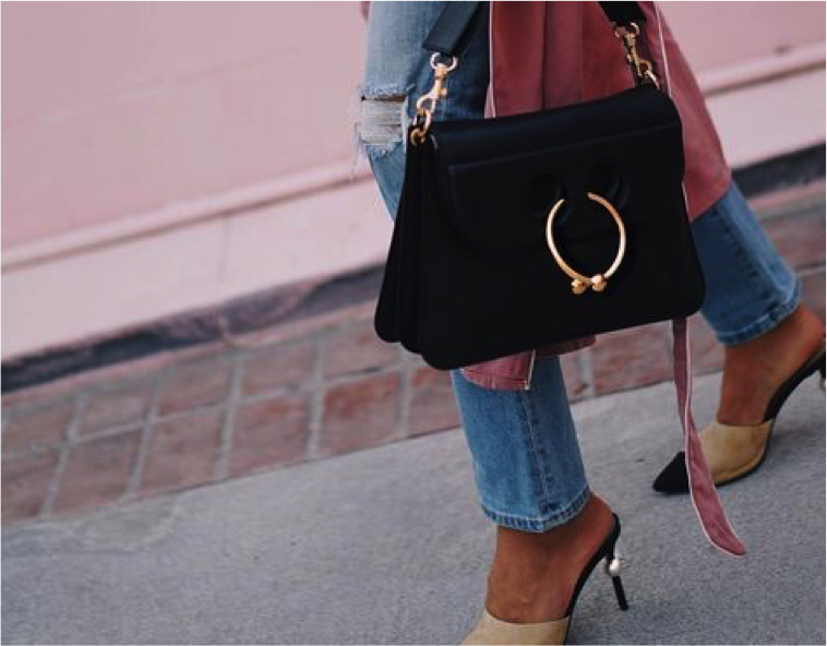 b05637d1c Sensação do Instagram, conheça a Bolsa de piercing! - Fashionismo