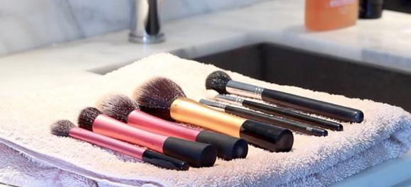 limpar-pinceis-maquiador