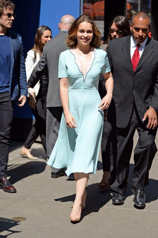Looks Emilia Clarke