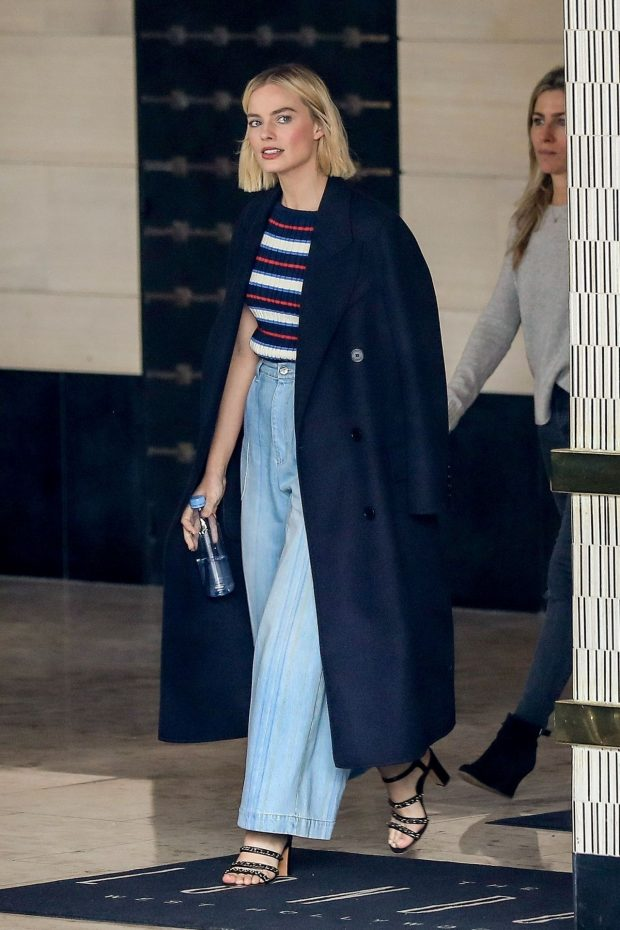 Looks Margot Robbie