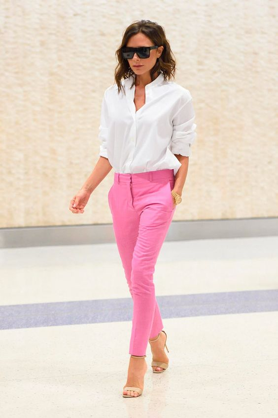 victoria beckham calça colorida look