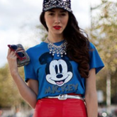 15 looks incríveis com blusa do Mickey