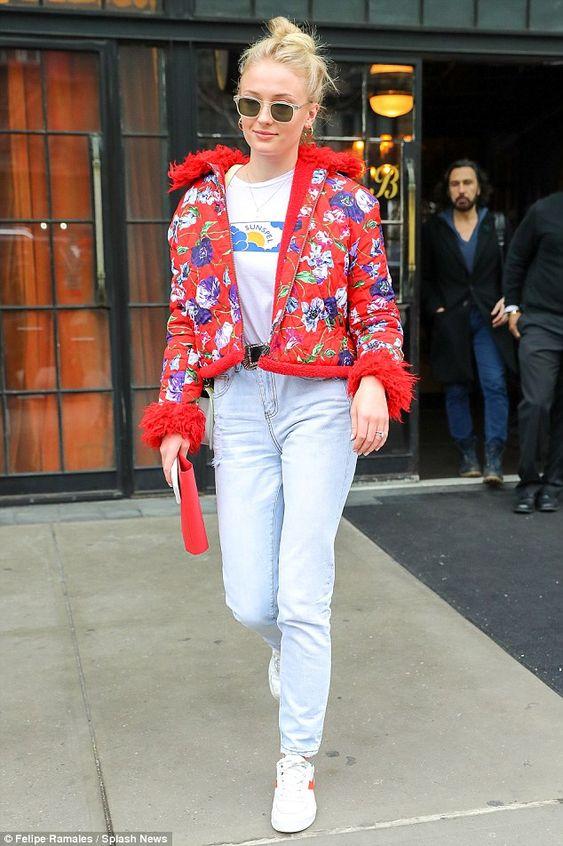 Looks Sophie Turner